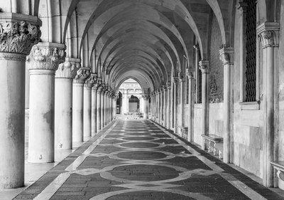 Looppad Kerk Fotobehang 12657P8
