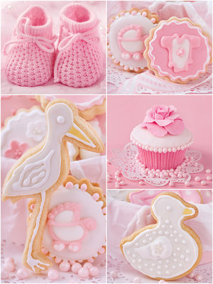 Baby Shoes and Pink Cupcakes Fotobehang 10445VEA
